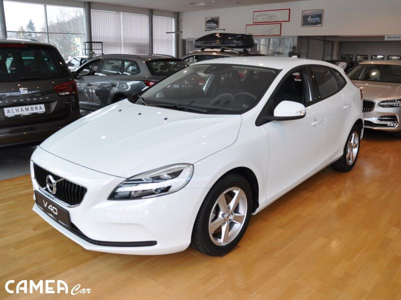 Volvo V40 T2 90kW MT6 Edition LED svetlomety