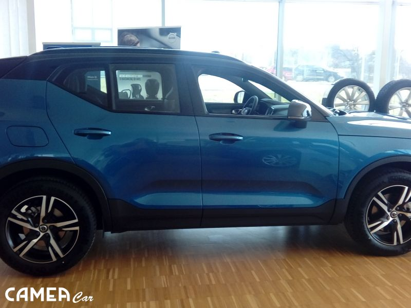 Volvo XC40 D4 AWD 140kW AT8 R DESIGN