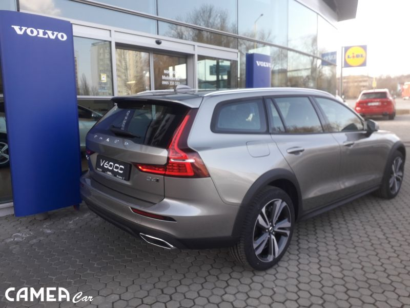 VOLVO New V60CC D4 AWD 140kW AT8 MOMENTUM